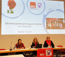 Monica Richter, Bettina Messinger, Christiane Kern leiten die Versammlung.